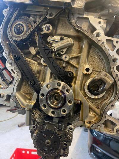 Die alte Steuerkette des BMW B38B15A Motor