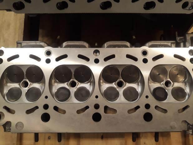 Motorüberholung beim BMW E39 540i M62B44TU: Überholter Zylinderkopf